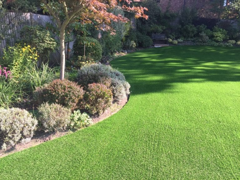 Curved lawn edging