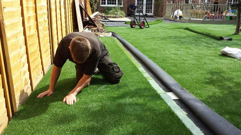Laying artificial grass - Step 11
