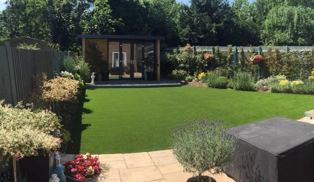 Love the look artificial grass and garden rooms trulawn for Green garden rooms