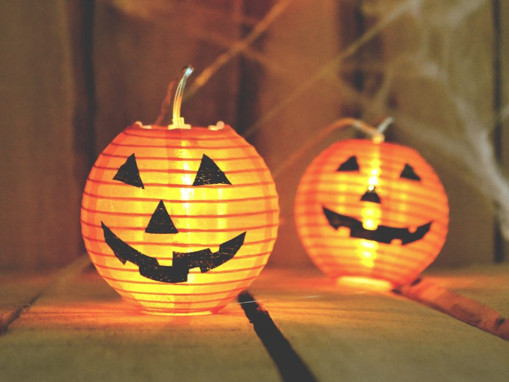 here are some of our favourite ideas for throwing a spooktacular outdoor halloween party